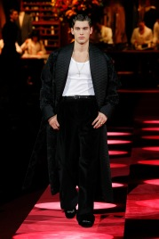 dolce-and-gabbana-fall-winter-2019-20-men-fashion-show-runway-03