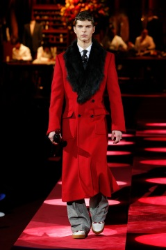 dolce-and-gabbana-fall-winter-2019-20-men-fashion-show-runway-33