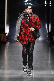 versace-fw19-men-fashion-show-look-03-front